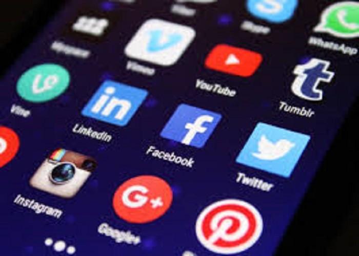 सोशल मीडिया का ज़्यादा इस्तेमाल है खतरनाक, हो सकता है डिप्रेशन और एंग्जायटी