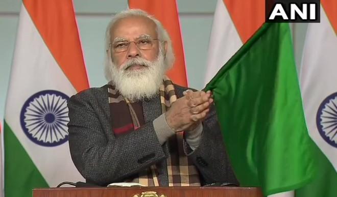 काशी-केवड़िया नई ट्रेन को प्रधानमंत्री नरेंद्र मोदी ने दिखाई हरी झंडी