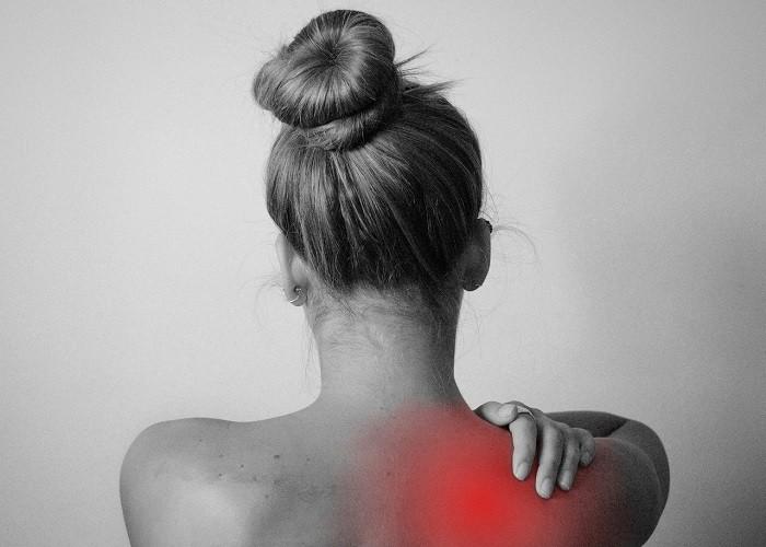 कंधे के दर्द से परेशान हैं तो करें ये योगासन, मिनटों में मिलेगा दर्द से छुटकारा