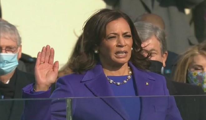 अमेरिका की पहली महिला उपराष्ट्रपति बनने के बाद बोलीं कमला हैरिस, सेवा के लिए तैयार हूं