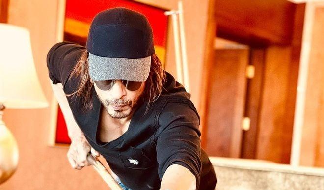 'पठान' लुक में शाहरुख खान की सामने आयी शानदार तस्वीर, स्नूकर खेलते दिखें