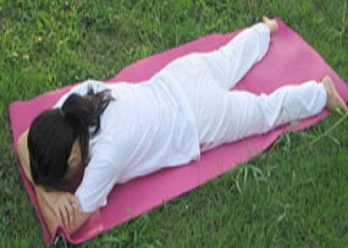 घुटनों के दर्द से हैं परेशान तो रोज़ करें ये योगासन, जल्द मिलेगा दर्द से छुटकारा