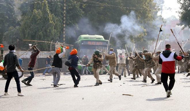 किसानों की ट्रैक्टर रैली में की गयी हिंसा मामले में दिल्ली पुलिस ने सात प्राथमिकी दर्ज की