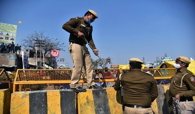 ट्रैक्टर रैली में हिंसा के बाद एक्शन में दिल्ली पुलिस, राकेश टिकैत, योगेंद्र यादव समेत 37 किसान नेताओं पर FIR