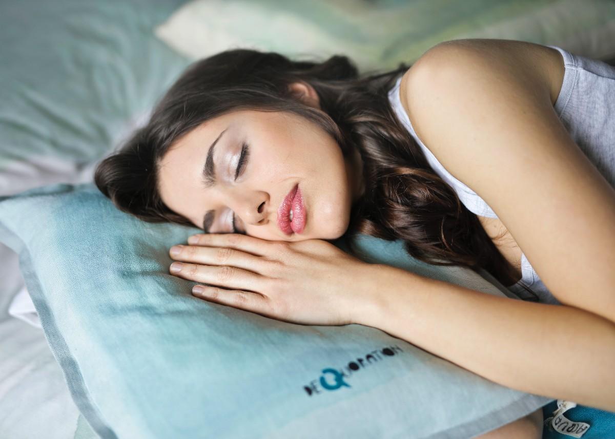 नींद ना आने की समस्या से परेशान हैं तो इस्तेमाल करें ये 5 चीज़ें, आएगी अच्छी नींद