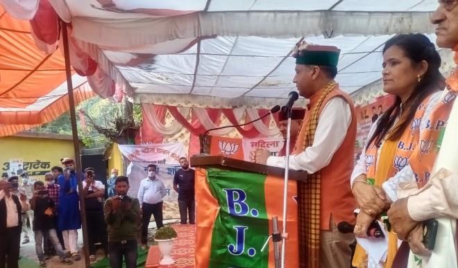 हिमाचल में कांग्रेस के पास नहीं बचे नेता, प्रचार के लिए बाहर से बुलाने पड़ रहे ,वीरभद्र सिंह के निधन के बाद नेता बनने की लगी है कांग्रेस में होड़-जयराम ठाकुर
