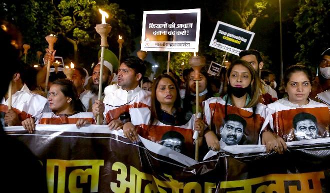 युवा कांग्रेस ने लखीमपुर मामले में न्याय की मांग को लेकर 'मशाल आक्रोश जुलूस' निकाला