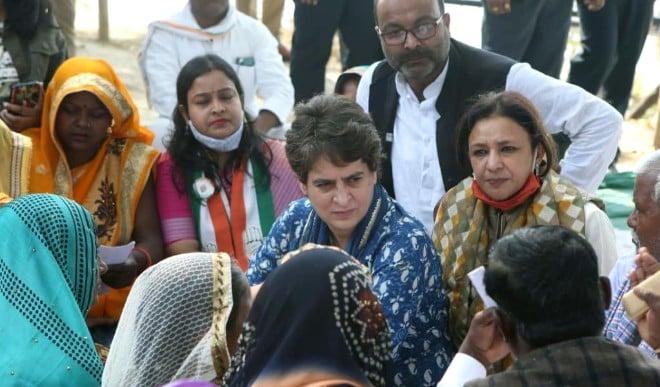प्रियंका गांधी का UP सरकार पर हमला, कहा- माफियाओं के लिए चलाई जा रही है सरकार