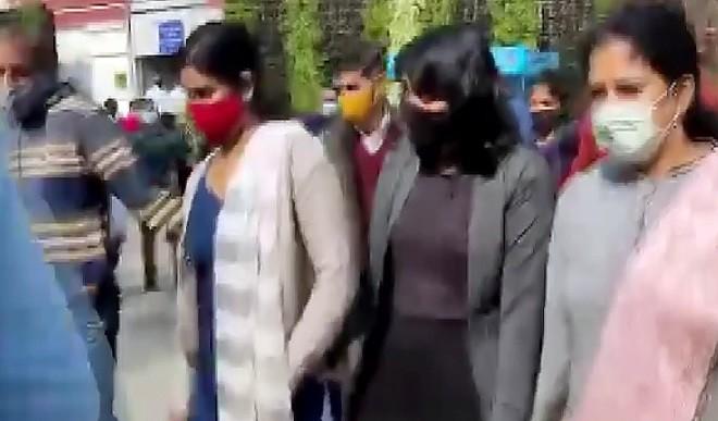 टूलकिट मामला: कोर्ट  ने दिशा रवि को दी जमानत, दिल्ली पुलिस ने 13 फरवरी को किया था गिरफ्तार