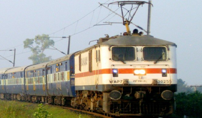 अनावश्यक यात्राओं में कमी लाने के लिए कम दूरी की ट्रेनों के किराए में मामूली वृद्धि: रेलवे