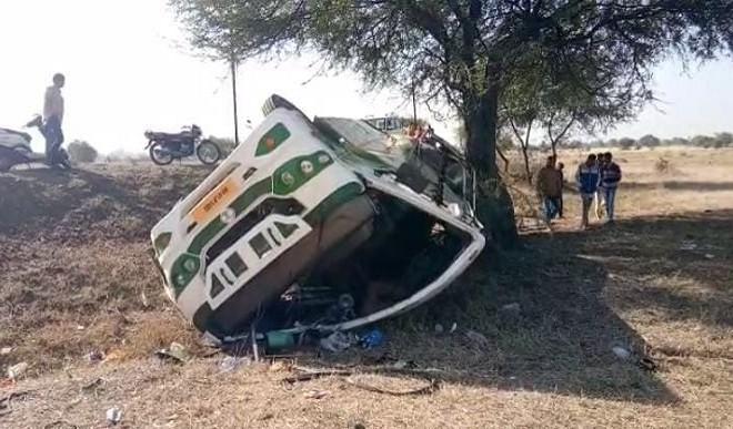 मध्य प्रदेश के देवास जिले में बारातियों से भरी बस पलटी, दो की मौत, 40 घायल
