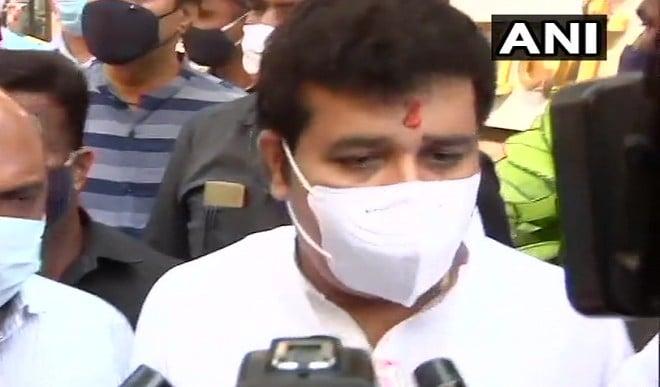 महिला की मौत संबंधी मामले के चलते संजय राठौड़ ने दिया इस्तीफा, फडणवीस बोले- केवल मंत्री का त्यागपत्र काफी नहीं