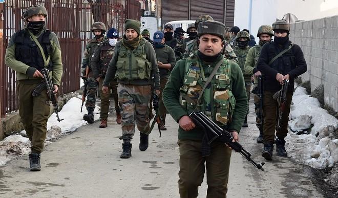 'चिपकाने वाले बम' की बरामदगी से J&K में आतंकवाद के नए चरण के मिले संकेत, सुरक्षाकर्मी सतर्क