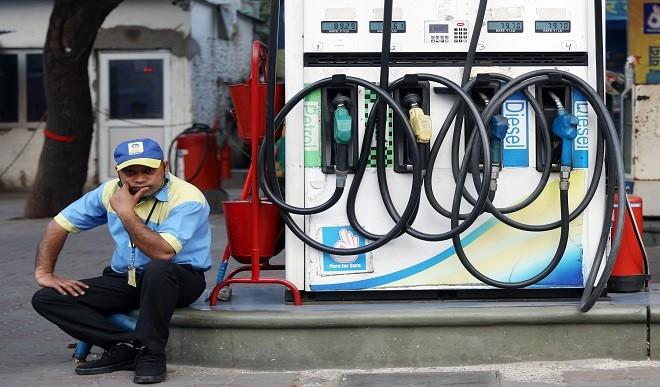 पेट्रोल, डीजल को GST के दायरे में लाने से भाव कम होकर 75 और 68 रुपए हो जाएगा