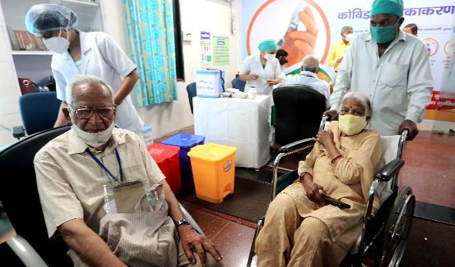 दिल्ली में शुक्रवार को 27 हजार से अधिक लोगों को कोविड-19 टीके लगाए गए