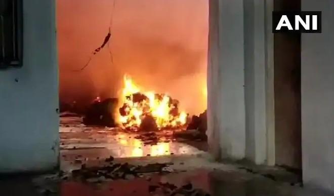 भिवंडी का 'पावरलूम फैक्टरी' जलकर हुआ खाक, आग बुझाने का काम जारी