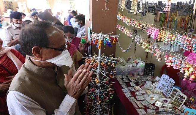 महिला स्व-सहायता समूहों के उत्पादों को 'लोकल टू वोकल' बनाने के होंगे प्रयास : शिवराज सिंह चौहान