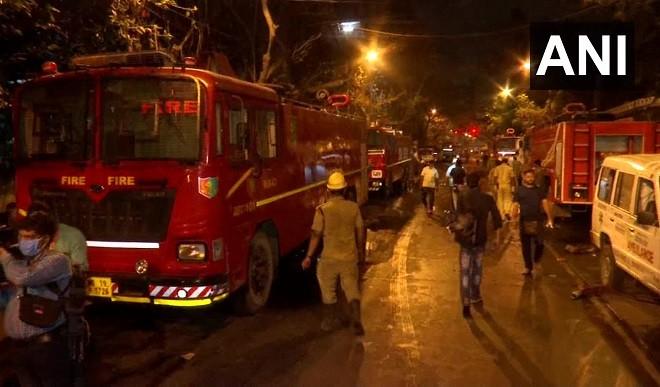 पश्चिम बंगाल: रेलवे की इमारत में लगी भीषण आग, सात लोगों की मौत