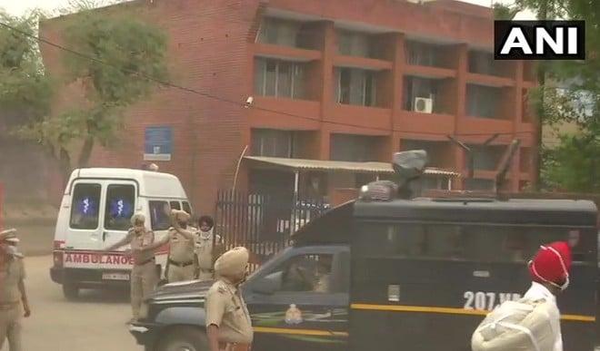 बाहुबली मुख्तार अंसारी को पंजाब पुलिस ने UP पुलिस को सौंपा, अब बांदा जेल होगा नया पता