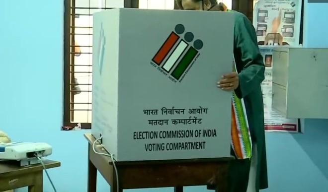 तमिलनाडु में 11 बजे तक 26 प्रतिशत लोगों ने मताधिकार का किया इस्तेमाल