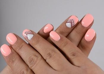 अगर आपका रंग हैं सांवला तो ट्राई करें नेल पॉलिश के ये शेड, खूबसूरत लगेंगे हाथ