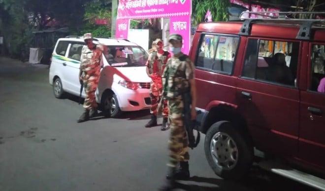 बंगाल में मतदान के दौरान पहले स्थानीय लोगों ने किया था हमला, फिर केंद्रीय बलों ने चलाई गोलियां...