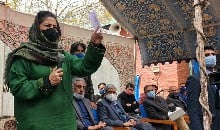 महबूबा मुफ्ती ने घाटी के युवाओं से कहा- हथियार छोड़ करें बात, वरना मौत के अलावा कुछ हासिल नहीं होगा