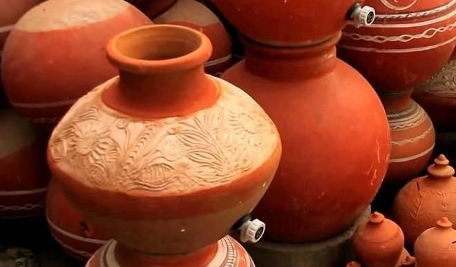 फ्रिज का पानी छोड़ अब लोगों को भा रहा मटके का पानी! कोरोना वायरस है बड़ा कारण