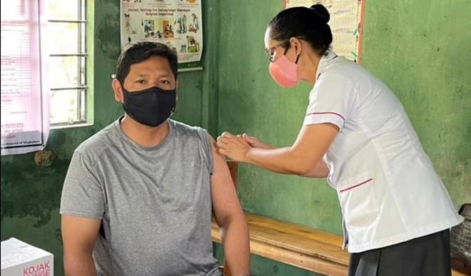 दिल्ली में 18 साल से अधिक आयु के लोगों के लिए टीकाकरण शुरू, केंद्रों पर लगी कतारें