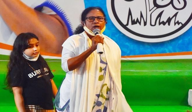 5 मई को CM पद की शपथ लेंगी ममता बनर्जी,  चुनी गईं विधायक दल की नेता