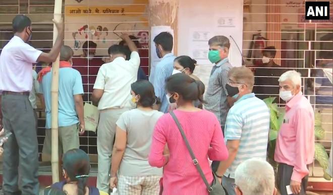 बिहार में 18-44 आयु वर्ग के लिए टीकाकरण अभियान शुरू, कोविड-19 प्रोटोकॉल की उड़ाई धज्जियां