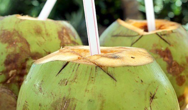 पाचन तंत्र के लिए चमत्कार स्वरूप है नारियल पानी, जानें इसके फायदे