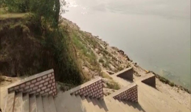बक्सर के बाद अब उत्तर प्रदेश के गाजीपुर के घाट पर पानी में तैरती मिली दर्जनों लाशें, जांच शुरू