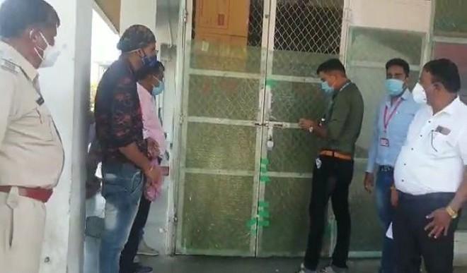 कोरोना गाइडलाइन का उल्लंघन करने पर इंदौर में राऊ स्थित बेस्ट प्राइज सील