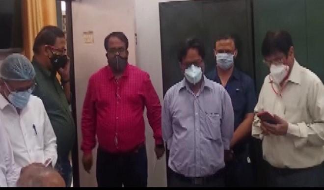 14 सरकारी डॉक्टरों ने अभद्रता का आरोप लगाते हुये दिया इस्तीफा, कोविड ड्यूटी करते रहेंगे