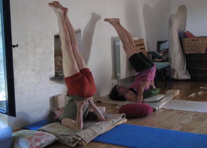 हार्मोनल इंबैलेंस को ठीक करने के लिए रोजाना करें ये 4 योगासन