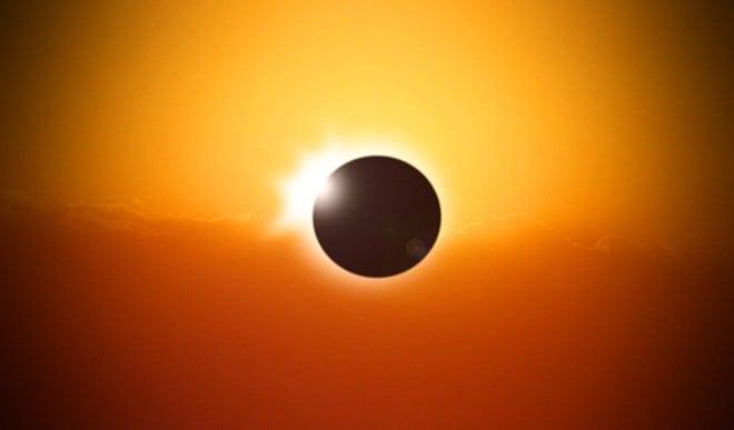 लग रहा है साल का पहला सूर्य ग्रहण, जानिए किन राशियों पर होगा इसका असर