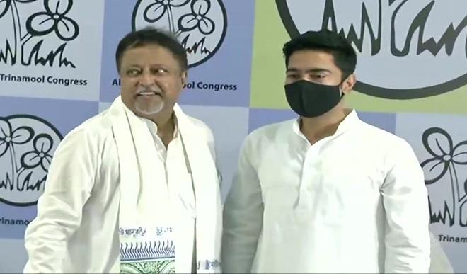 मुकुल रॉय की घर वापसी, ममता की मौजूदगी में TMC में हुए शामिल