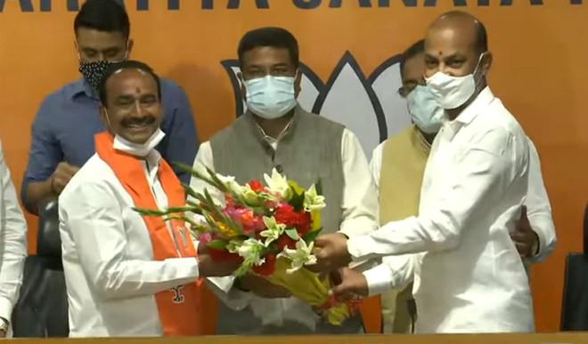 भाजपा में शामिल हुए तेलंगाना के पूर्व मंत्री एटाला राजेंद्र, TRS की सदस्यता से दे चुके हैं इस्तीफा