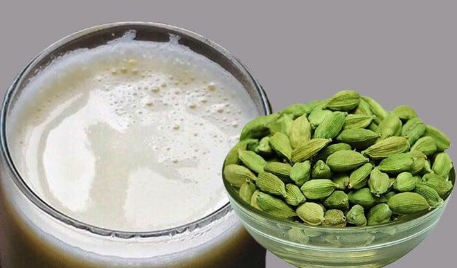 जानिए इलायची के दूध से मिलने वाले फायदे और नुकसान के बारे में