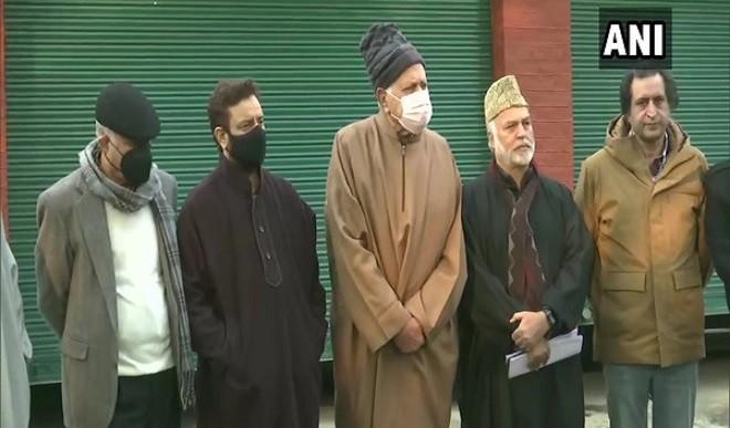 जम्मू-कश्मीर: प्रधानमंत्री मोदी की बैठक को लेकर दूसरे दिन भी राजनीतिक दलों में चर्चा जारी