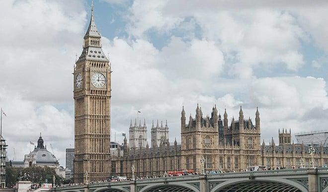 जानिए, लंदन के बिग बेन में ऐसा क्या है खास, जिसे देखने के लिए दूर−दूर से आते हैं लोग