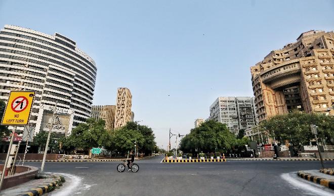 दिल्ली में बादल छाये, न्यूनतम तापमान 28 डिग्री सेल्सियस रहा