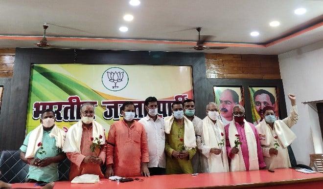 भारतीय जनता पार्टी के कार्यकर्ताओं ने लोकतंत्र सेनानियों का किया सम्मान