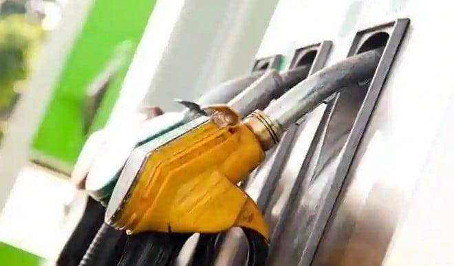 पेट्रोल और डीजल की अधिक खपत से राजस्व को प्रभावित किए बिना हो सकती है उपकर में कटौती