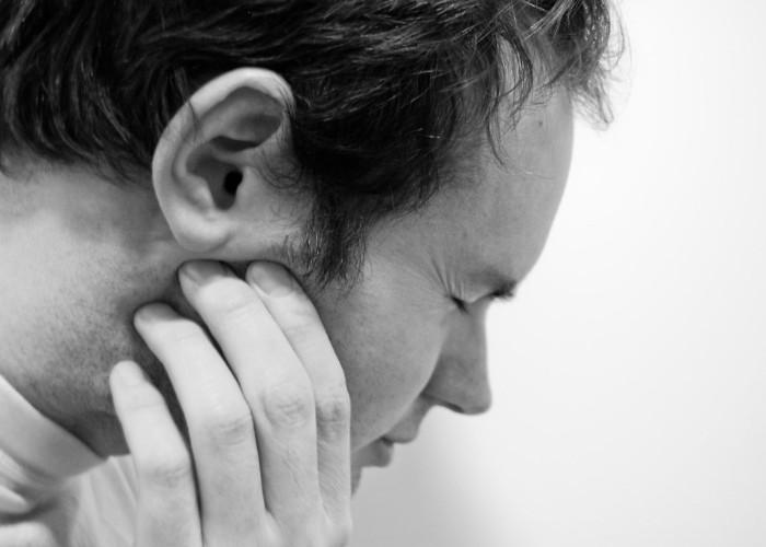 कान के दर्द को मिनटों में दूर करेंगे ये आसान घरेलू नुस्खे