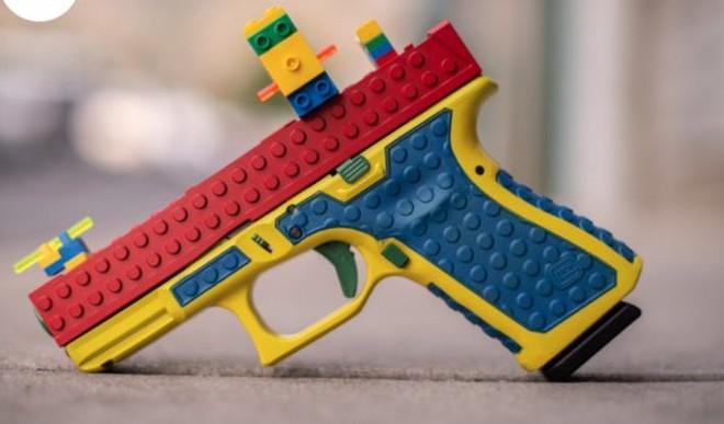 Legos जैसी हैंडगन खिलौना बनाना इस कंपनी को पड़ा भारी, मिल रही काफी आलोचना!