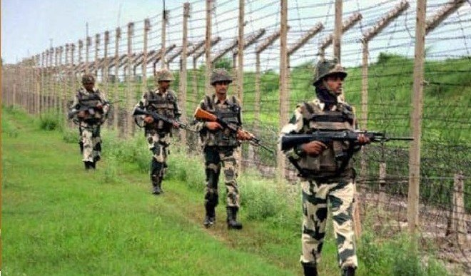 BSF ने बंगाल में सीमा के निकट तीन बांग्लादेशी नागरिकों को पकड़ा