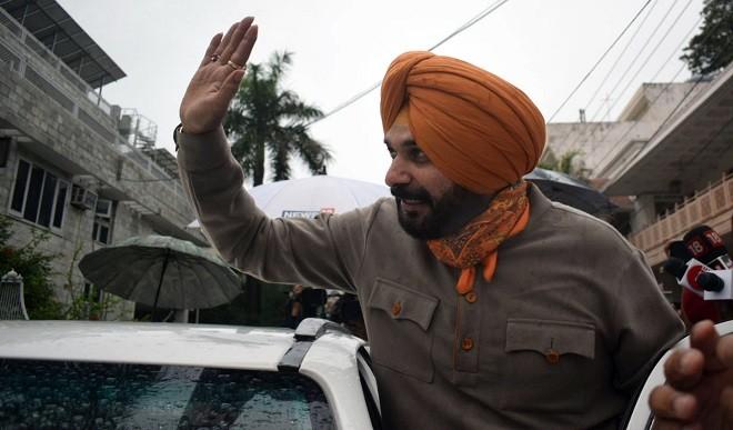 भाजपा और AAP ने कांग्रेस को घेरा, पूछा- क्या सि्द्धू ने केवल कुर्सी के लिए अमरिंदर पर साधा निशाना