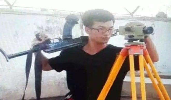 पाकिस्तान में कभी भी हो सकता है घात, अपनी सुरक्षा अपने हाथ, चीनी इंजीनियर चल रहे  AK-47 राइफल लेकर साथ